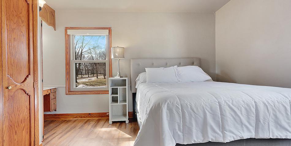 821 Royal Boulevard - Guest Room