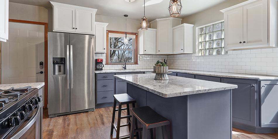 821 Royal Boulevard - Island in Kitchen
