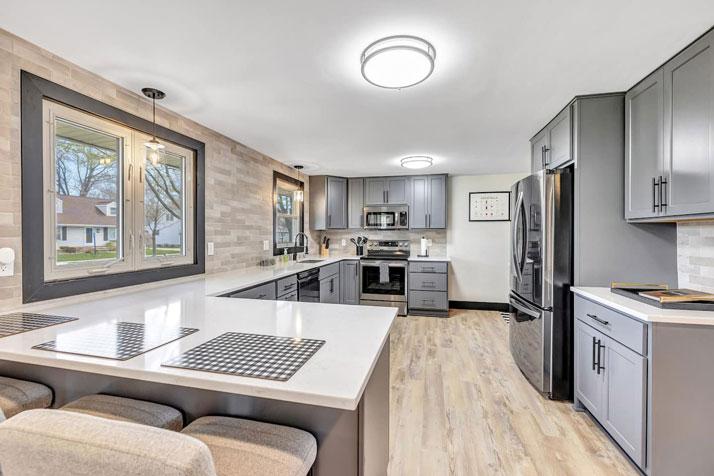 1095 Shadow Lane Kitchen Area