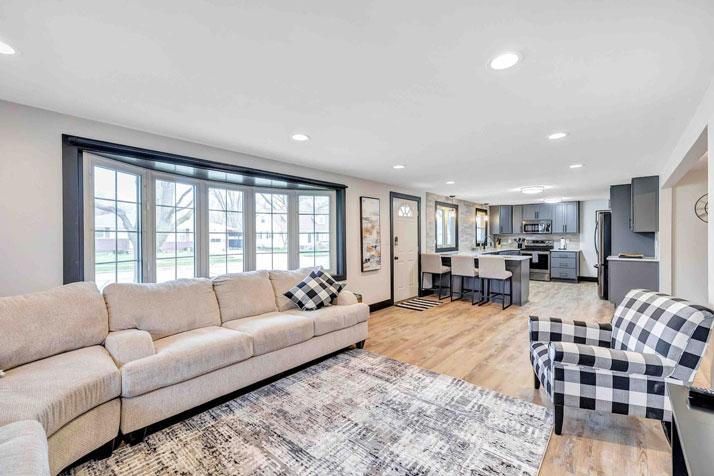 1095 Shadow Lane Living Room