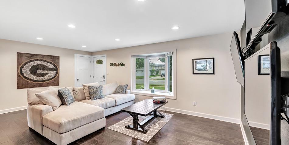 1174 Shadow Lane Living Room
